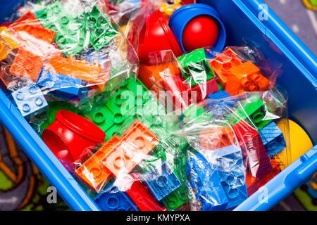 Orange Und Gelb Lego Duplo Spielzeug Bausteine In Der Die Zahl 23