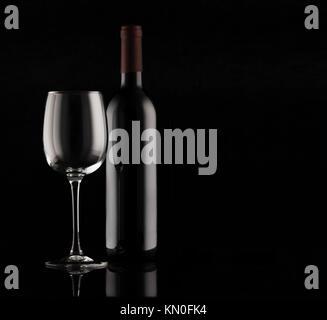 Flasche Rotwein - Stockfoto