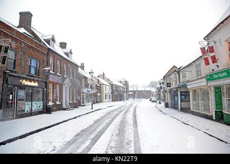 Princes Risborough, UK. 10 Dez, 2017. Princes Risborough bei starkem Schneefall Credit: Susie Kearley/Alamy leben - Stockfoto