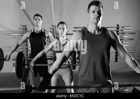 Langhantelstange Gewichtheben group Training Training im Fitnessstudio. - Stockfoto