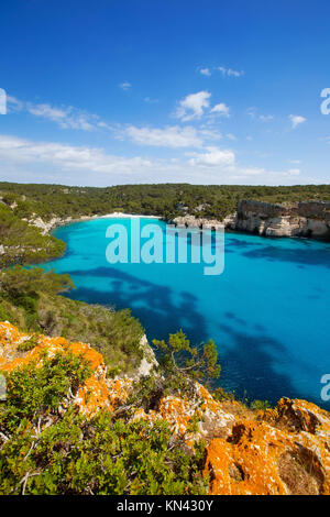 Cala Macarella Menorca Ciudadela türkisblaue Mittelmeer in Balearen. - Stockfoto
