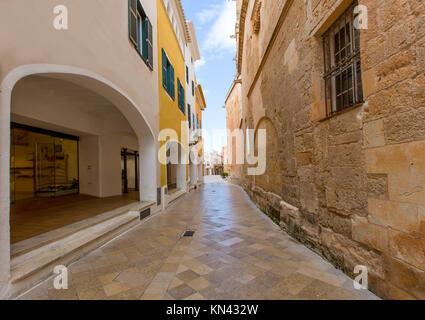 Ciutadella Menorca Ses Voltes Bögen Ciudadela Downtown in Balearen. - Stockfoto