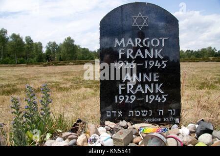 Lohheide, Denkmal für Margot und Anne Frank in der Gedenkstätte Bergen-Belsen, Deutschland. - Stockfoto