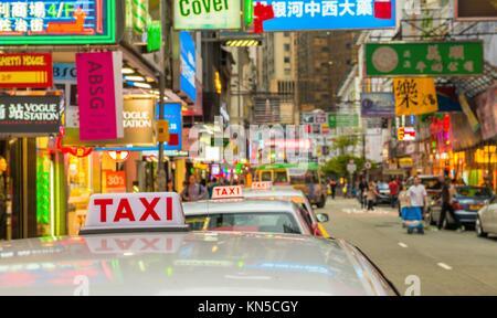 Hongkong - 11. Mai: auf den Straßen der Stadt am 11. Mai 2014 Taxis in Hongkong. Über 90 % der täglichen Reisenden - Stockfoto