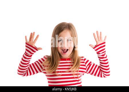 Blond eingerückt kid Mädchen öffnen Monat, und Hände glücklichen Ausdruck Geste auf Weiß. - Stockfoto