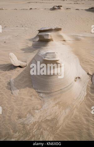 Al Wathba sand Steine oder fossilen Dünen in der Wüste von Abu Dhabi, Vereinigte Arabische Emirate - Stockfoto