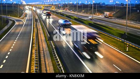 Vier Lane gesteuert - Zugang Autobahn in Polen.. - Stockfoto