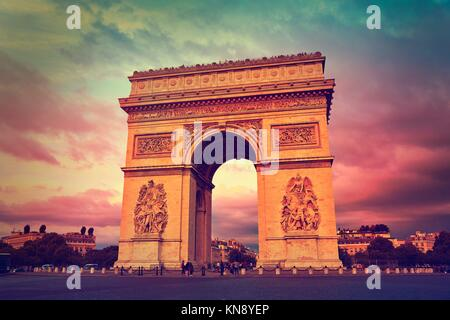 Arc de Triomphe in Paris Triumphbogen Sonnenuntergang in Frankreich. - Stockfoto