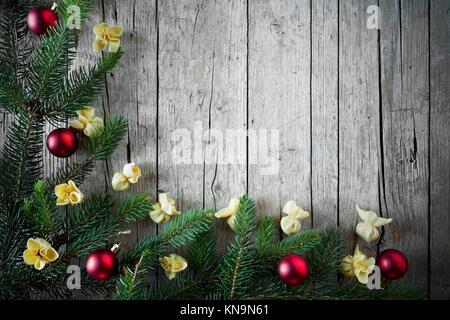 Weihnachten rahmen ornament mit tannenzweigen und for Hintergrund kuche glas