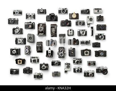 Sammlung von alten analogen verschiedene Kameras auf weißem Hintergrund.