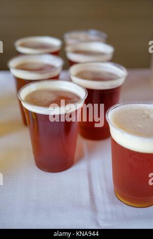 Hochzeitsfeier Getränke bereit mit diesem Handwerk Bier zu dienen. - Stockfoto