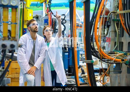 Forscher in Bearbeitungszentrum, Industrie, Tecnalia Forschung & Innovation, Technologie- und Forschungszentrum, - Stockfoto