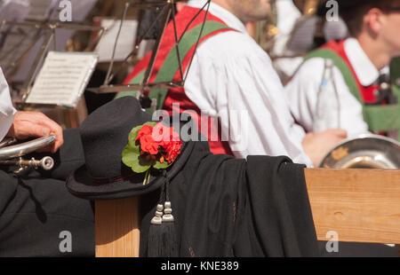Detail der typischen Kostüm während einem Herbst lokale Feier in Val di Funes (Südtirol) - Stockfoto