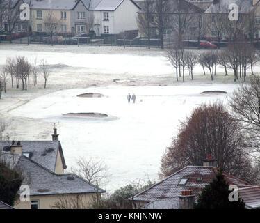 Glasgow, Schottland, Vereinigtes Königreich 12. Dezember. UK Wetter: Temperaturen über Nacht von leeren Himmel Ursachen - Stockfoto