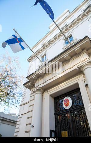 London, Großbritannien. 12. Dezember, 2017. Der Eingang zur Botschaft von Finnland. Credit: Mark Kerrison/Alamy - Stockfoto