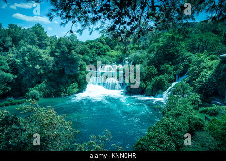 Panoramablick Luftaufnahme Wasserfall Krka Nationalpark, einem der kroatischen Nationalparks in Sibenik, Kroatien. - Stockfoto