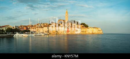 Rovinj Kroatien Meer Sonnenaufgang. - Stockfoto