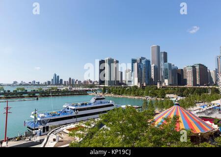 Chicago Skyline von Riesenrad Navy Pier. - Stockfoto