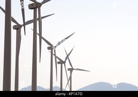 Gruppe von Windenergieanlagen für erneuerbare elektrische Energie Produktion, Fuendejalon, Zaragoza, Aragon, Spanien. - Stockfoto