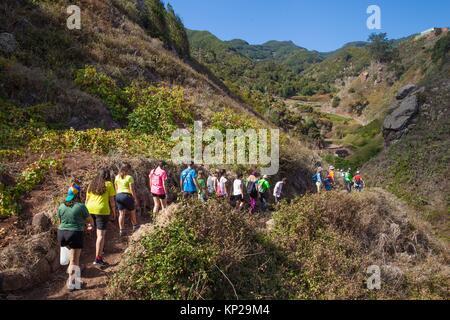 Wanderer Wandern während der Feier der Feiertag zu Ehren der Jungfrau von Fatima. Roque Negro Gemeinde. Santa Cruz - Stockfoto