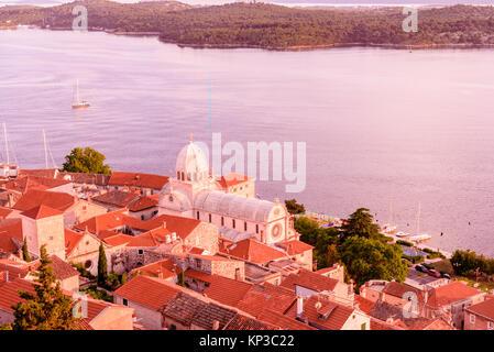 Antenne top Tag Blick auf St. Jakobus Kathedrale in Sibenik, Kroatien. - Stockfoto