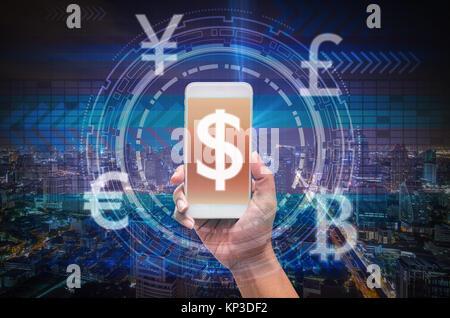Holding smart phone zeigt die finanzielle Technologie oder FinTech über die Innovation Technologie virtuellen Bildschirm - Stockfoto