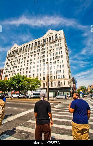 Dr. Martin Luther King Jr. Blvd mit Adam Clayton Powell Jr. Boulevard, Harlem, Upper Manhattan, New York City, New - Stockfoto