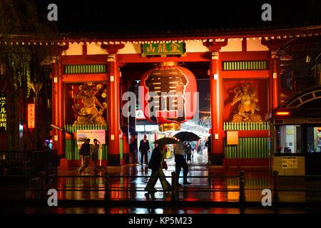 Senso-ji Tempel Asakusa bei Nacht, Tokio, Japan, Asien. - Stockfoto