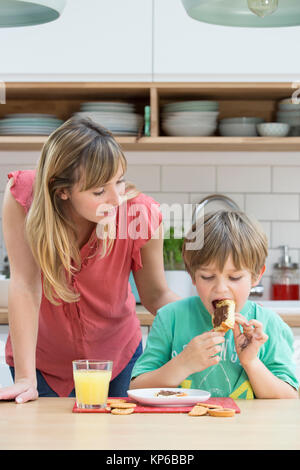 KIND ESSEN - Stockfoto
