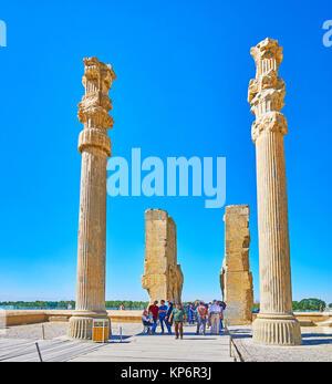 PERSEPOLIS, IRAN - Oktober 13, 2017: Der Spaziergang durch die alle Nationen Tor (Xerxes Tor) in Persepolis archäologische - Stockfoto