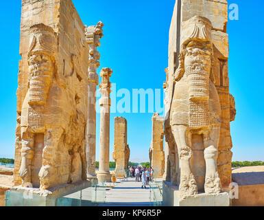 PERSEPOLIS, IRAN - Oktober 13, 2017: Die große Eintritt zu allen Nationen Xerxes tor (Gate) in Persepolis archäologische - Stockfoto