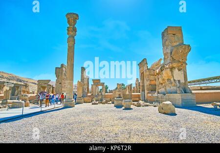 PERSEPOLIS, IRAN - Oktober 13, 2017: Die heiße Mittagszeit in Persepolis archäologische Stätte, die antike Stadt - Stockfoto
