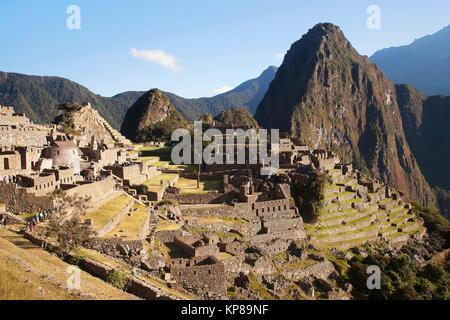 Blick auf den Machu Picchu Ruinen von oben, Urubambatal, Cusco Region, Peru, Südamerika. - Stockfoto