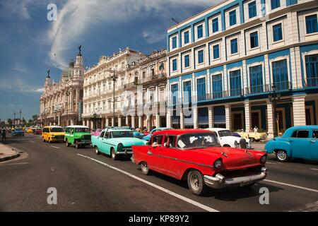 havanna kuba habana zentrale bunte alte klassische 1950 die autos auf dem display in der n he. Black Bedroom Furniture Sets. Home Design Ideas
