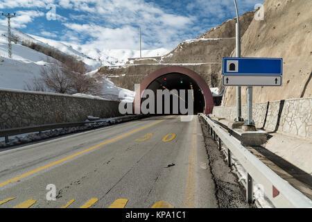 Der Tunnel Road und tunnel Eintrag - Stockfoto