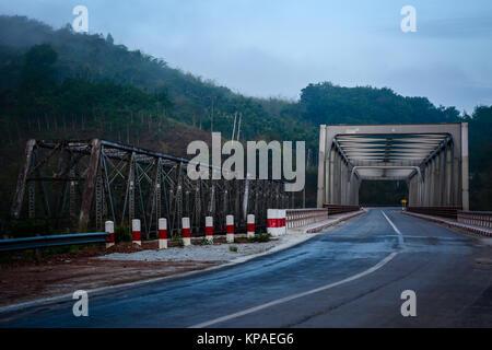 Kaleinaung Brücke am Morgen Zeit, tanintharyi Region, im südlichen Myanmar, April-2017 - Stockfoto