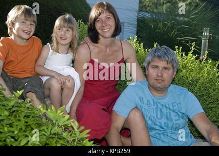 Model Release, Familienfoto, Eltern Und Kinder - Familienbild - Stockfoto