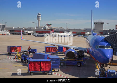 Atlanta, Georgia - Südwesten und Delta Jets auf der Rollbahn am Hartsfield Jackson Atlanta International Airport. - Stockfoto