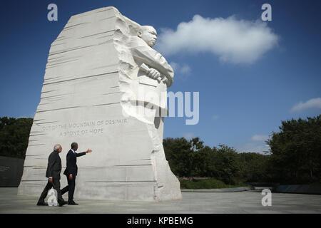 Präsidenten der Vereinigten Staaten Barack Obama besucht den Martin Luther King Memorial mit Ministerpräsident Narendra - Stockfoto