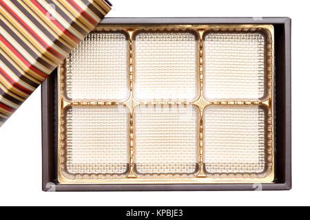 Süßwaren-Box mit Partitionen auf weißem Hintergrund