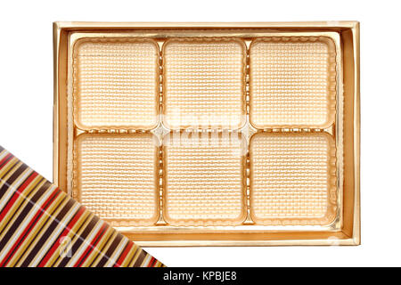 Leeres Feld aus Süßigkeiten gold Farbe auf weißem Hintergrund