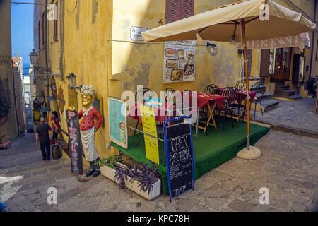 Pizzeria in einer Gasse, Altstadt von Castelsardo, Sardinien, Italien, Mittelmeer, Europa - Stockfoto