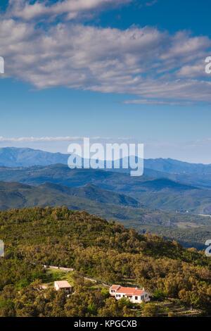 Frankreich, Korsika, Fiumorbo, Prunelli di Fiumorbo, erhöhten Blick auf die Küstenebene - Stockfoto