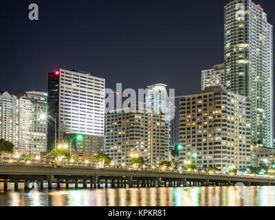 MIAMI, USA - September 8, 2015. Nächtliche Ansicht der neuen Gebäude in der Stadt von Miami gebaut. - Stockfoto