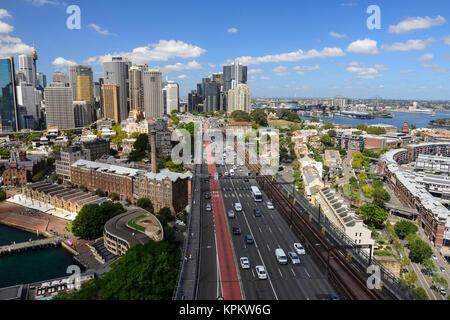 Ansicht von bradfield Highway, Cahill Expressway und den Felsen von Harbour Bridge Ausblick - Sydney, New South - Stockfoto