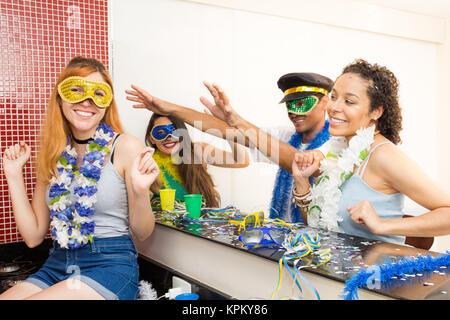 Brasilien-Karneval Latin Frau tragen helle Kostümfest traditionelle ...