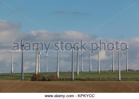 Windmühlen im nordharzer Vorland - Stockfoto