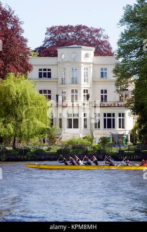 Hamburg, eine der schönsten und beliebtesten Reiseziele der Welt. Villa an der Alster - Stockfoto