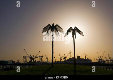 Hamburg, eine der schönsten und beliebtesten Reiseziele der Welt. Künstliche Palmen, Park Fiction, St. Pauli - Stockfoto