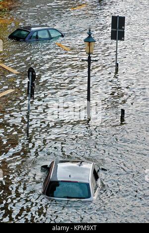 Hamburg, eine der schönsten und beliebtesten Reiseziele der Welt. Hochwasser an der Hamburger Fischmarkt. - Stockfoto